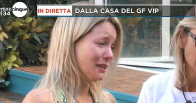 """Grande Fratello Vip, Flavia Vento in lacrime a meno di 24 ore dall'ingresso: """"Non li ho mai lasciati da soli, a mia madre non frega niente"""""""