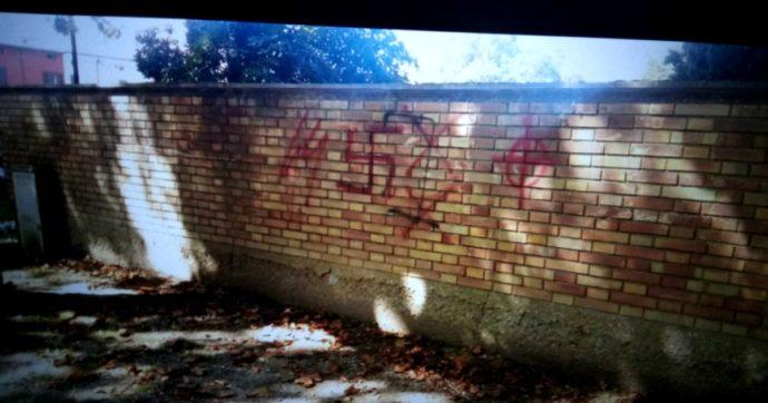 Ravenna, condannati per aver coperto simboli nazifascisti: eppure era un dovere delle istituzioni