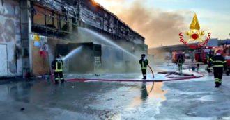 Incendio al porto di Ancona, le immagini dei capannoni bruciati: i vigili del fuoco domano le fiamme