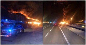 """Ancona, vasto incendio divampa al porto. Il comune chiude scuole e parchi: """"Limitate gli spostamenti e tenete le finestre chiuse"""""""