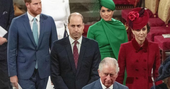 """Harry e Meghan istituiscono i loro premi """"Sussex"""" e a Corte scoppia la polemica: """"Fanno concorrenza alla regina Elisabetta"""""""