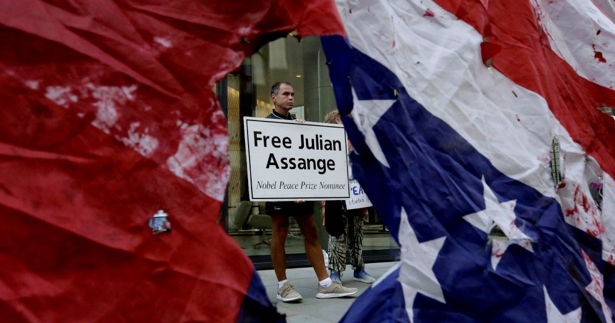 Assange come El Chapo: questo lo aspetta negli Usa