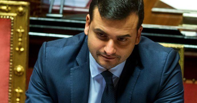 """Carlo Sibilia a processo per vilipendio a Napolitano, la difesa del sottosegretario M5s: """"Fu una critica politica"""""""