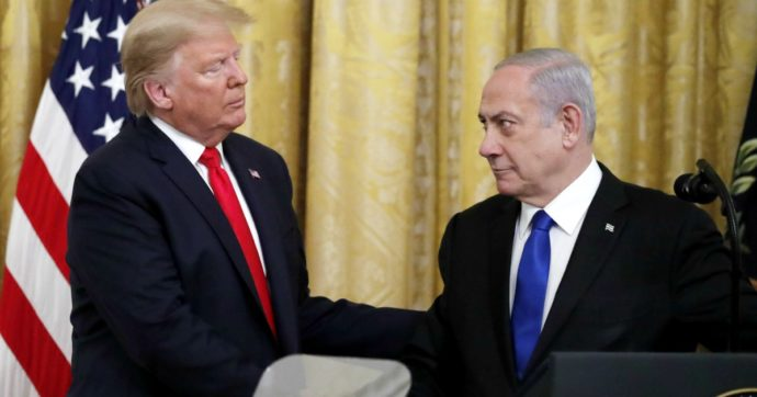 Medio Oriente, Trump reinventa la storia. E gli accordi non fermano la vera guerra: quella tra Israele e palestinesi