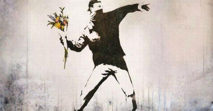 """Banksy, """"niente diritti a un anonimo"""": l'Ue gli toglie il copyright del """"Lanciatore di fiori"""""""