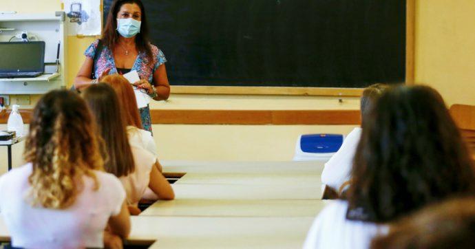 Entro in classe e sono il primo esemplare di docente in carne ed ossa per gli studenti. È difficile nascondere l'emozione