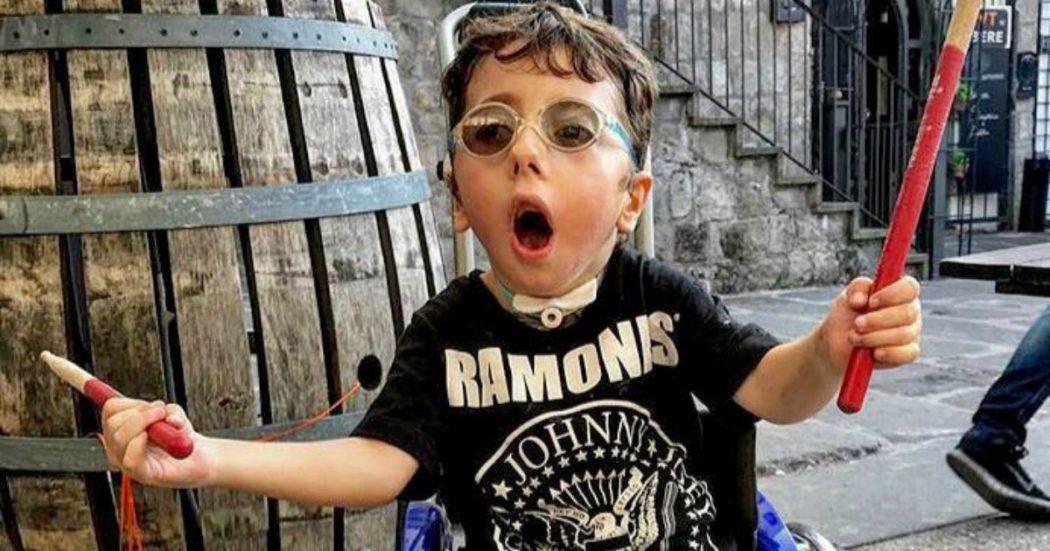 """Tetrabondi, il profilo Twitter che racconta la vita con gli occhi di Sirio. La mamma: """"Era gravissimo, ogni giorno dimostra che vuole vivere"""""""