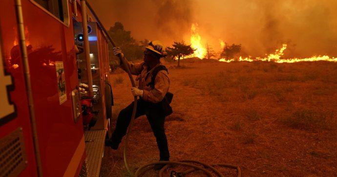 """Incendi in California, il Covid lascia a casa i detenuti impiegati come pompieri: """"Ma vengono pagati solo 2-5 dollari l'ora"""""""