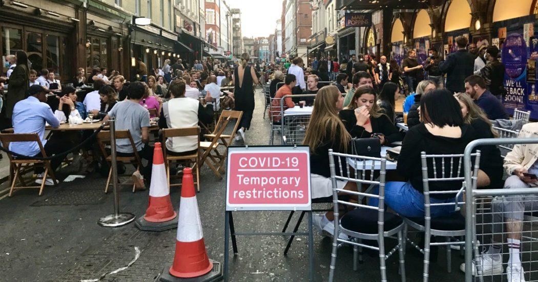 Londra, la City svuotata dal Covid. Metropolitane semideserte, niente turisti e tamponi impossibili. Ma la movida è senza mascherine