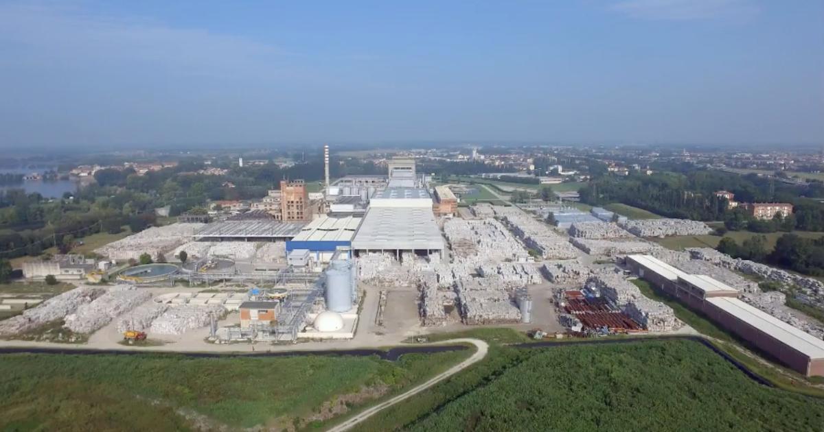 Mantova, quella montagna di rifiuti che minaccia la salute, le falde e il lago