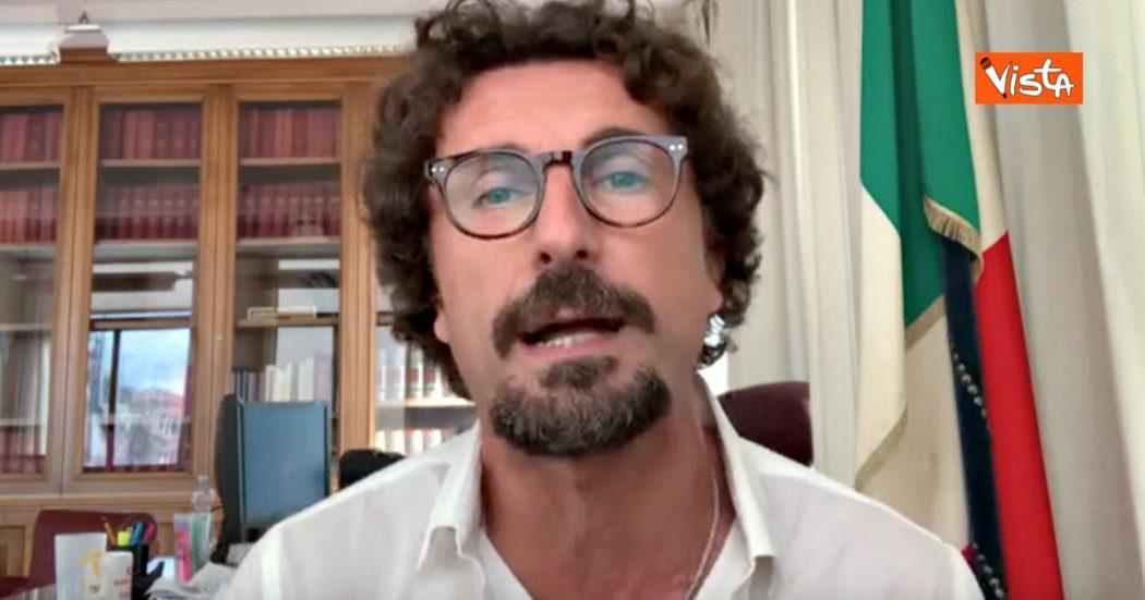"""Referendum, Toninelli festeggia dopo la vittoria del Sì: """"Facciamoci i complimenti. Finalmente politica fa ciò che vogliono i cittadini"""""""