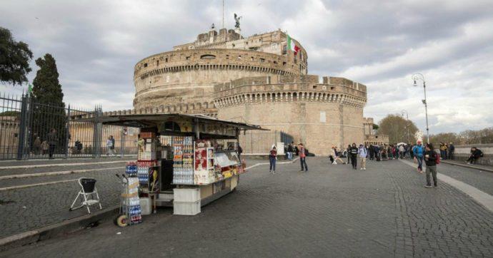 Roma, il M5s respinge la mozione contro le delocalizzazioni degli ambulanti voluta dall'ex Marcello De Vito