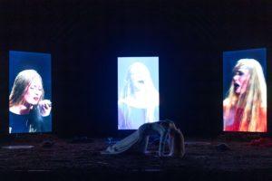 """Jean Fabre: 26 minuti d'orgasmo e parole dure come pietre. """"Resurrexit Cassandra"""": anteprima mondiale al Napoli Teatro Festival"""