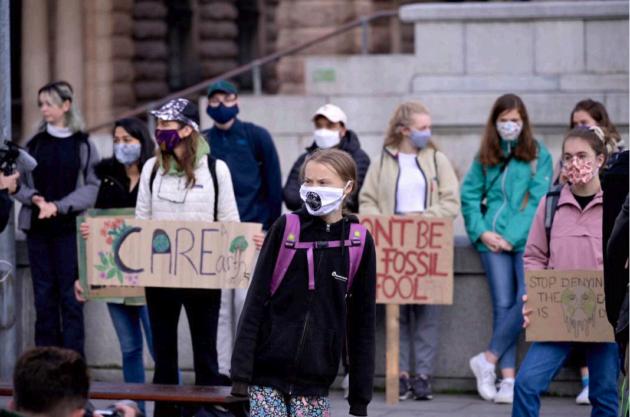 Mascherine |  cartelloni e distanziamento |  Greta Thunberg e i Fridays For Future tornano in piazza dopo la pandemia – FOTO