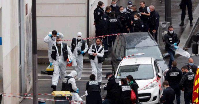 """Parigi, due persone ferite con mannaia vicino all'ex redazione di Charlie Hebdo. L'aggressore è un 18enne pregiudicato. """"È terrorismo"""""""
