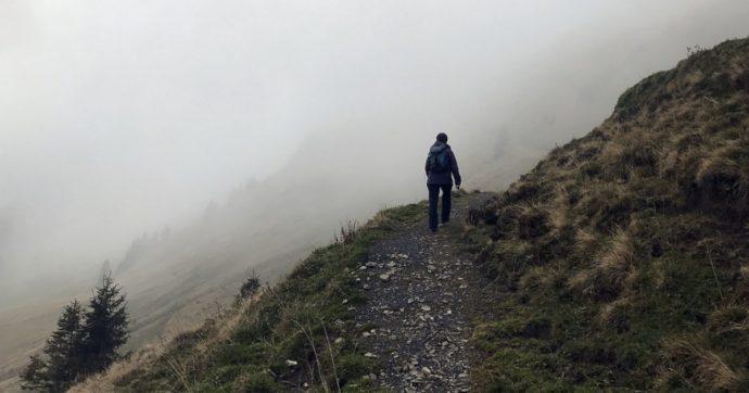 Sorpresi dalla neve durante un'escursione: ragazza in ipotermia, il suo cane morto dal freddo