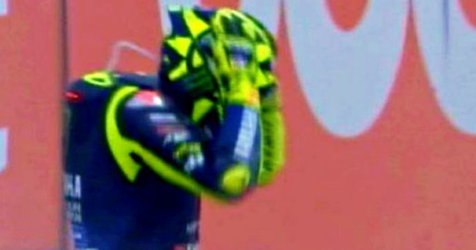 MotoGp, Gp di Catalogna: cade ancora Rossi, era secondo. Quartararo torna alla vittoria