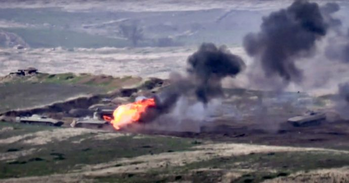 Nagorno Karabakh, ricomincia la guerra tra Azerbaijan e armeni: bombardamenti e vittime