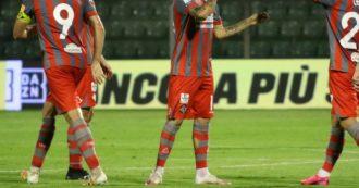 I tifosi non rispettano il distanziamento: la Cremonese decide di giocare a porte chiuse la partita di Coppa Italia contro l'Arezzo