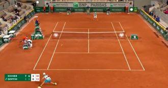 Roland Garros, esordio super per Sinner: domina il numero 12 al mondo Goffin. Le immagini