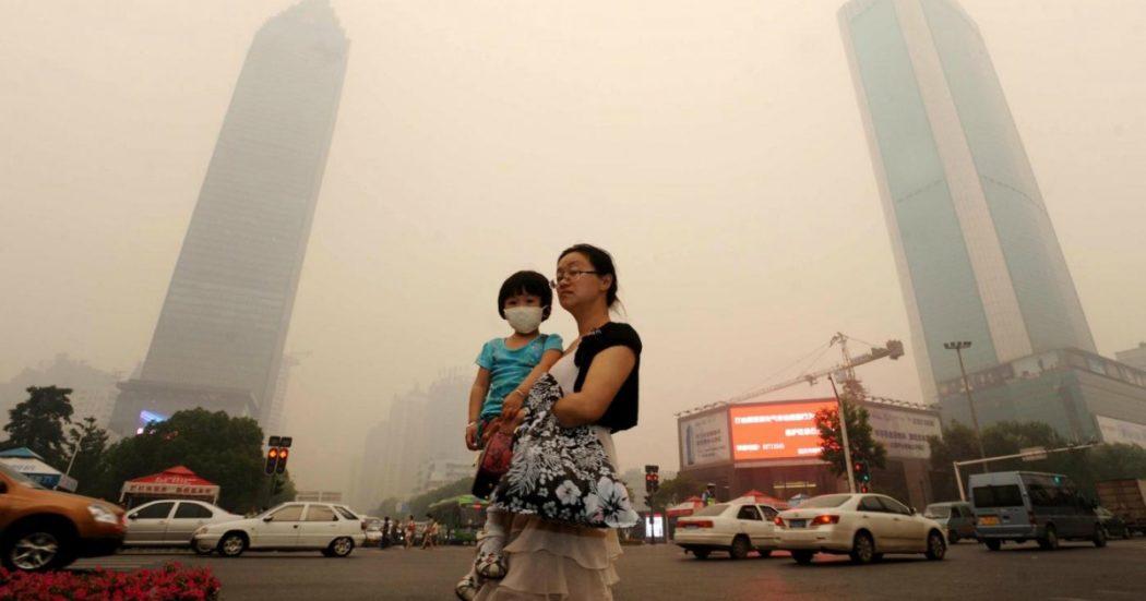 """Cina, la svolta del gigante energivoro: emissioni zero entro il 2060. È la transizione da """"fabbrica inquinante"""" a economia avanzata"""