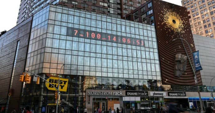 A New York è comparso il Climate Clock. Ma non credo che la minaccia di un'apocalisse funzioni