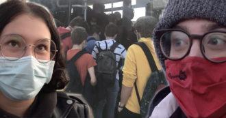 """Bus pieni e resse per salire, la denuncia degli studenti di Bergamo: """"Come se il coronavirus non esistesse"""""""