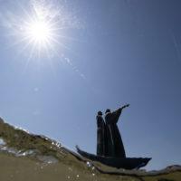 """Venezia, la Chiatta di Dante, fotografata da sott'acqua. """"Per correr miglior acque alza le vele omai la navicella del mio ingegno, che lascia dietro a sé mar sì crudele […]"""" (Purgatorio I 1-3)"""