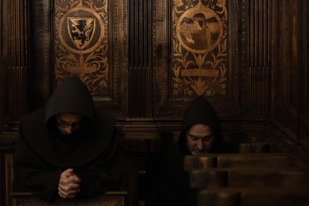 Santuario francescano del Monte della Verna (AR), luogo dove S. Francesco ha ricevuto le stigmate.   […] nel crudo sasso intra Tevero e Arno da Cristo prese l'ultimo sigillo, che le sue membra due anni portarno. (Paradiso XI 106-108)