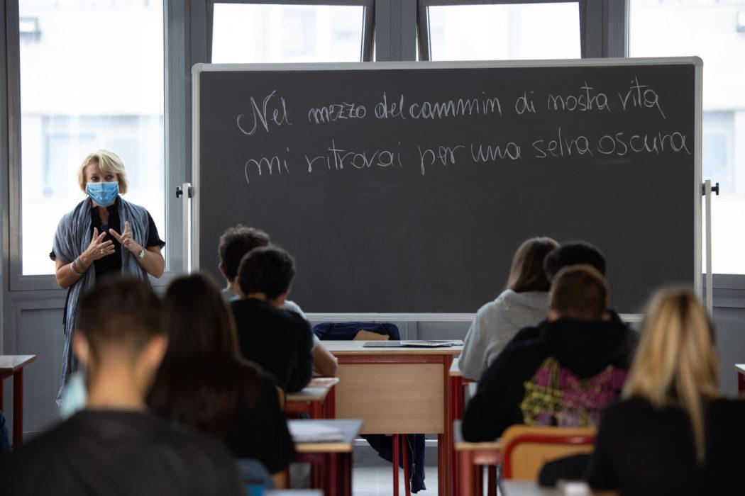 """ISISTL Russel Newton Scandicci (FI), lezione """"in viaggio con Dante"""" nella classe IV N del Liceo Scientifico indirizzo sportivo."""