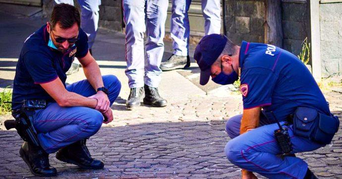 Napoli, sparatoria con la polizia durante una rapina: morto un 17enne. Arrestato il complice: è il figlio di Genny la Carogna