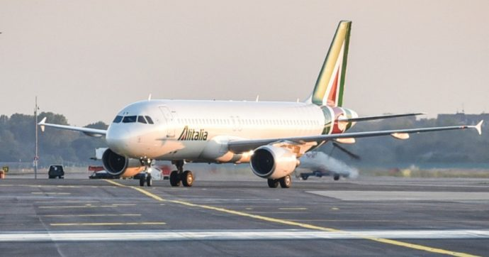 Alitalia, chiede un altro anno di cassa integrazione per quasi 7mila dipendenti. Piano di rilancio ancora in alto mare