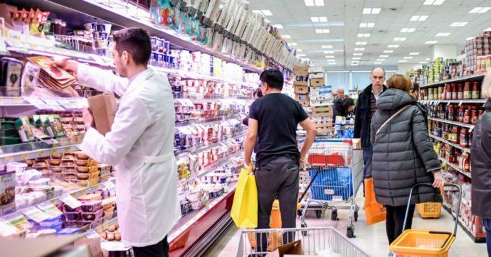 Istat, ad agosto consumi in risalita. Non si ferma il boom degli acquisti on line, soffrono ancora i piccoli negozi