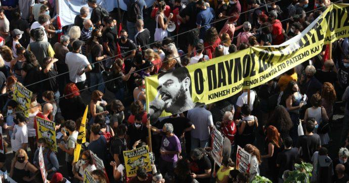 """Grecia, processo ad Alba Dorata: è """"organizzazione criminale"""". Una condanna per omicidio. In 15mila fuori dal Tribunale: scontri"""