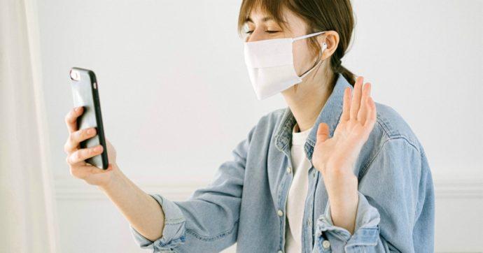 Maskne, l'acne da mascherina: ecco cos'è e i consigli per trattarlo. La guida pratica