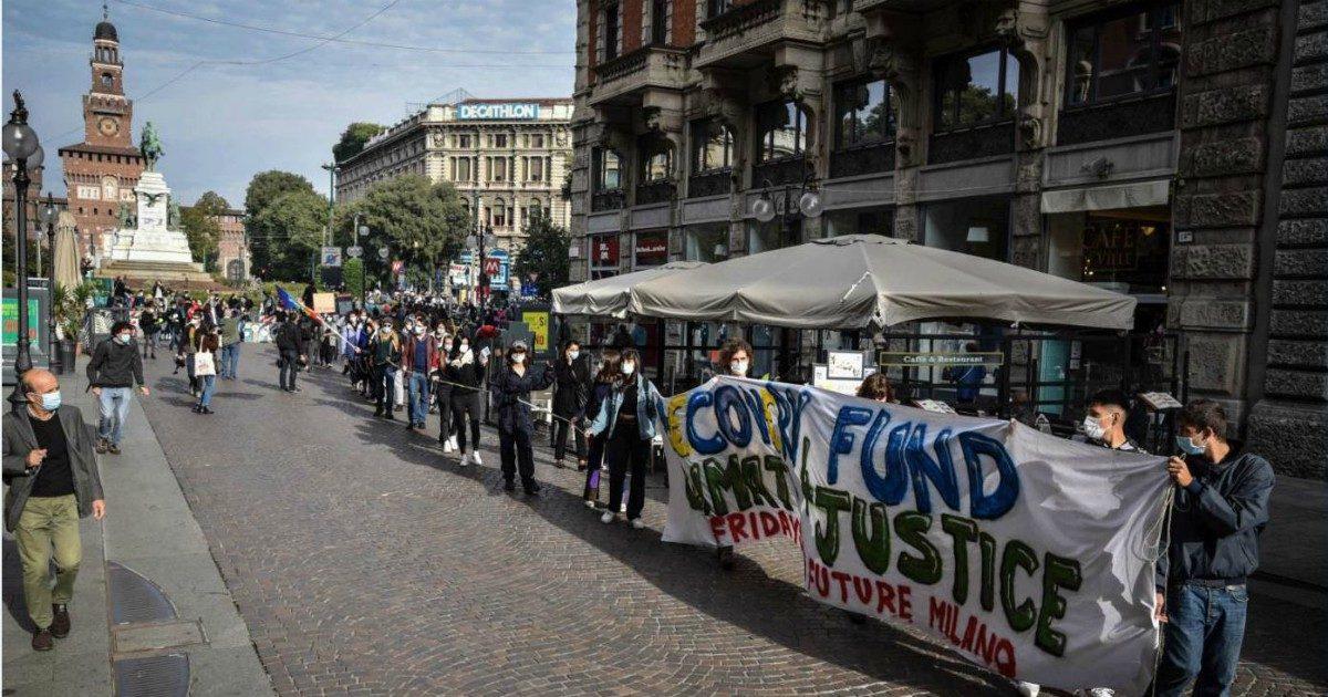 """I ragazzi di Greta di nuovo in piazza: """"La crisi climatica è grave quanto quella sanitaria"""""""
