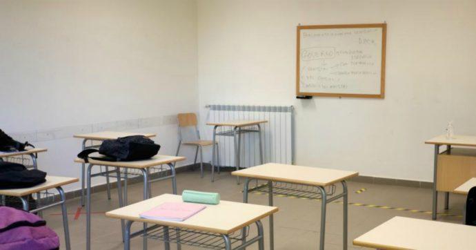 """""""Lo umiliava per i suoi voti bassi"""": prof di liceo indagato per il suicidio di un 17enne"""