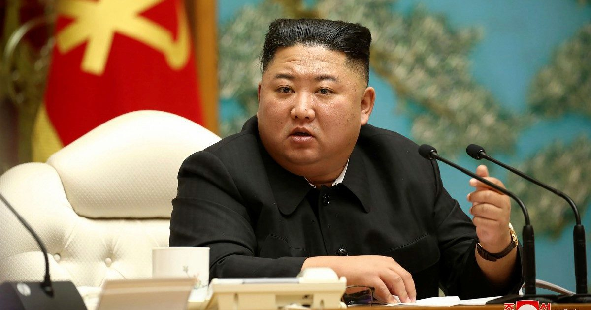 Missili e sottomarini alla festa di Kim