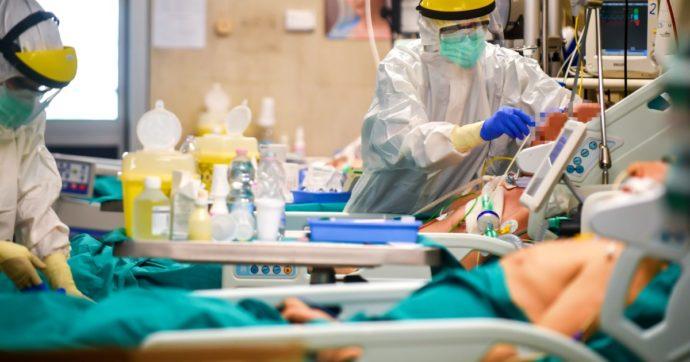 """Lombardia, boom di casi: +1844. Preoccupano gli ospedali: """"Al lavoro per mille nuovi letti"""". Fontana: """"Lockdown? Ascolteremo il Cts"""""""