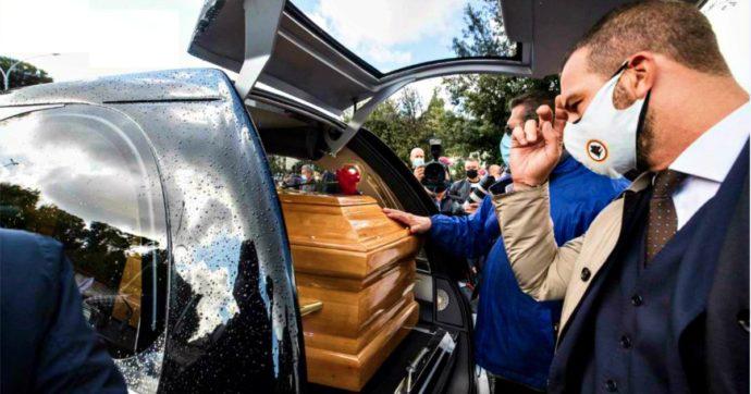 """Francesco Totti saluta il papà Enzo: """"Addio sceriffo, fai buon viaggio"""". Al funerale presenti trenta persone"""