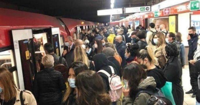 A Milano record di positivi, ma sui mezzi pubblici si sta sempre più stretti: le foto sui social – GUARDA LA GALLERY