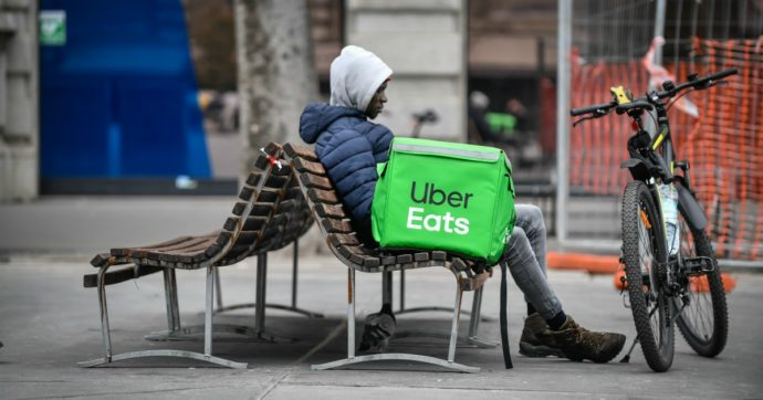 Uber, le proteste di autisti e rider rivelano il lato oscuro della tecnologia del lavoro