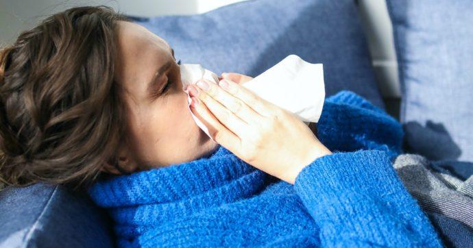 Come distinguere il raffreddore dal Covid-19: dai sintomi alle modalità di contagio