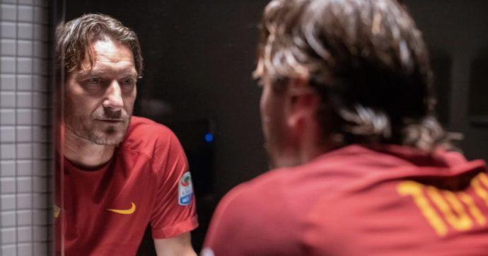 Mi chiamo Francesco Totti, la recensione. Una storia d'amore eterna: applausi dopo la proiezione per la stampa