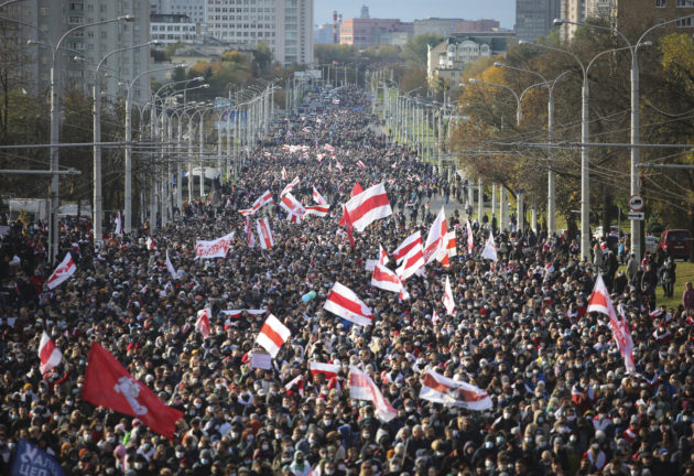 Bielorussia |  in migliaia sfilano a Minsk contro Lukashenko |  è il decimo fine settimana consecutivo di proteste – FOTO