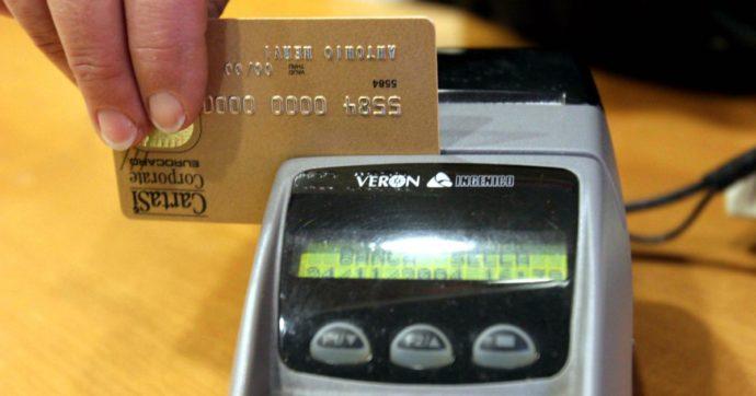 """A dicembre via al """"cashback"""". A febbraio il rimborso per le spese di Natale con bancomat, carte e app. Maxi premio per i primi 100mila aderenti"""