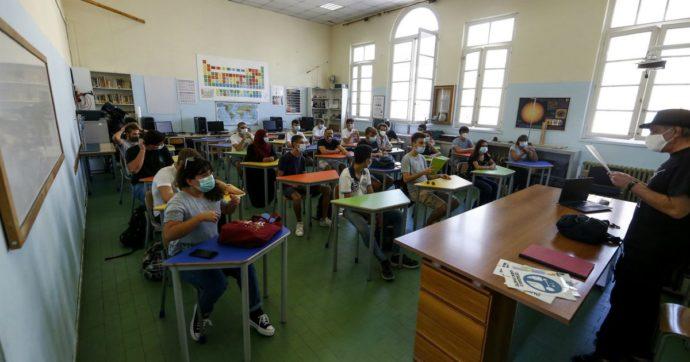 """Sicilia, l'ufficio scolastico: """"Alunni contagiati sono in calo"""". Sindacati: """"Dati imprecisi, secondo i presidi la situazione è critica"""""""