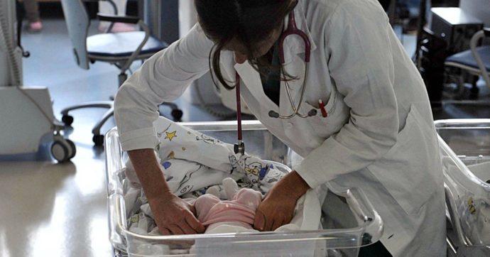Palermo, la figlia neonata è positiva al Covid: la mamma la abbandona in ospedale