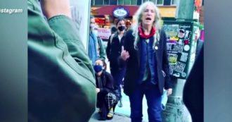 'People have the power', Patti Smith canta per le vie di New York ed esorta gli americani a votare