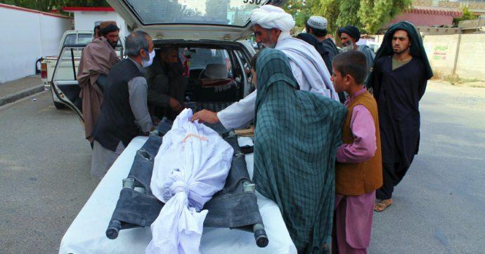 Afghanistan, raid aereo su una moschea: è strage di bambini. Muoiono in 12, altri 14 feriti